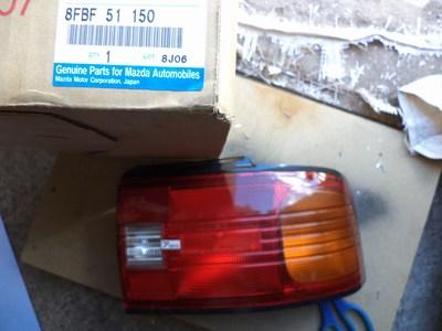 8FBF 51 150 Đèn hậu mazda 323 1995