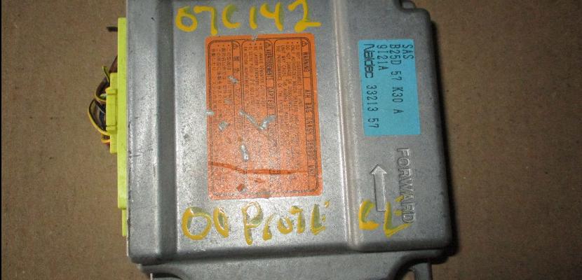 B25D 57 K30 A hộp điều khiển túi khí mazda 626 2000